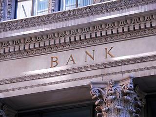Hogyan hat a kereskedelmi bankokra az állami forrásbőség?
