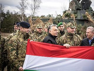 Orbán óriásit parádézott és harcias beszédet tartott