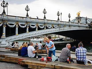 Párizs betiltja az alkoholizálást a rakpartokon