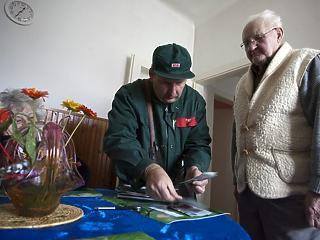 Előbb kézbesíti a posta a nyugdíjakat