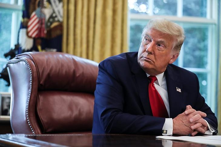 Donald Trump a Fehér Házban Washingtonban - kérdés, hogy meddig marad (Fotó: EPA/Oliver Contreras)