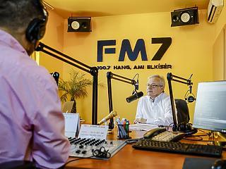Mészáros Lőrinchez közeli rádiók egyesülnek egymással