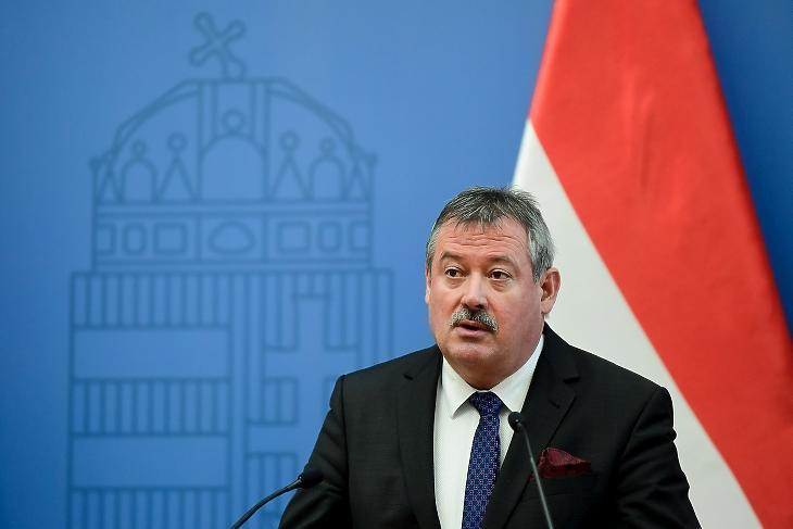 V. Németh Zsolt fideszes országgyűlési képviselő, a kiemelkedő nemzeti értékek felügyeletéért felelős miniszteri biztos egy 2021. február 26-i sajtótákékoztatón. Fotó: MTI/Koszticsák Szilárd