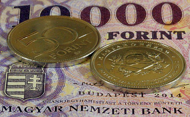 A gyenge forint is növeli a bizonytalanságérzést (fotó: MTI)
