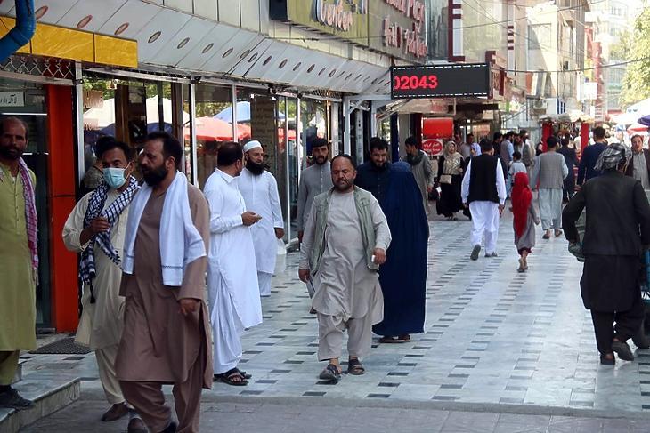 Kabuli utcakép a tálib hatalomátvétel után, 2021. augusztus 25-én. EPA/AKHTER GULFAM