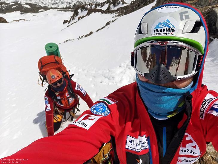 Klein és Suhajda szelfije a K2 oldalában tavaly nyáron, a hegyen töltött első mászónapon. (Fotó: Suhajda Szilárd / Eseményhorizont)