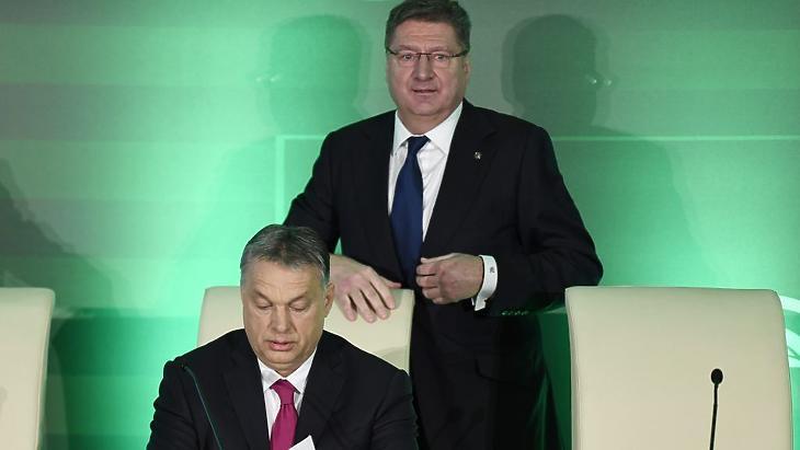 Orbán Viktor kormányfő és Parragh László MKIK-elnök Fotó: MTI