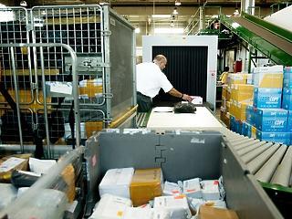 Több száz dolgozót rúg ki a Magyar Posta