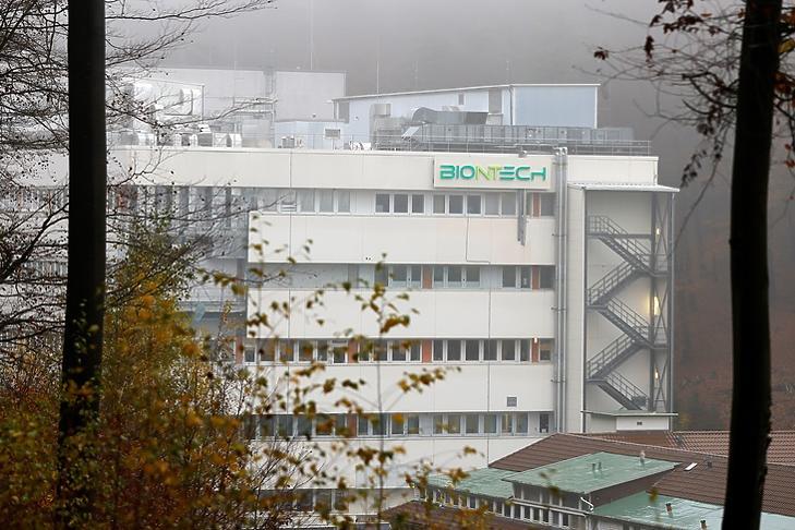 A BioNTech egyik épülete a németországi Marburgban. EPA/RONALD WITTEK