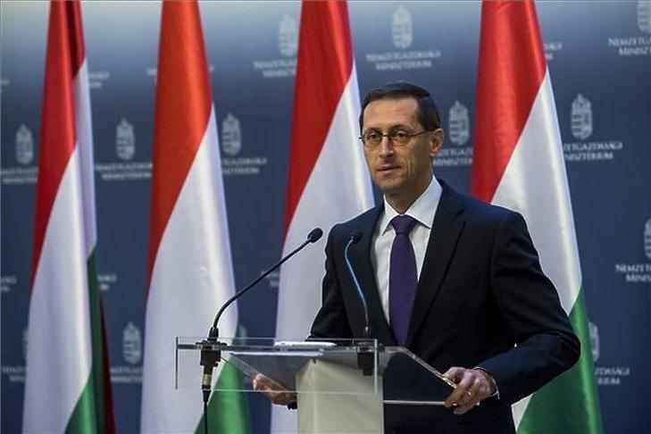 Varga Mihály szerint a gazdaság és a védekezés is fontos