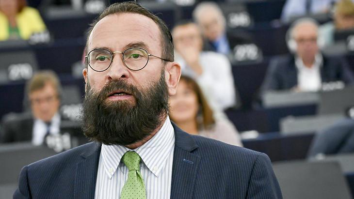 Lemondott EP-képviselői tisztségéről Szájer József