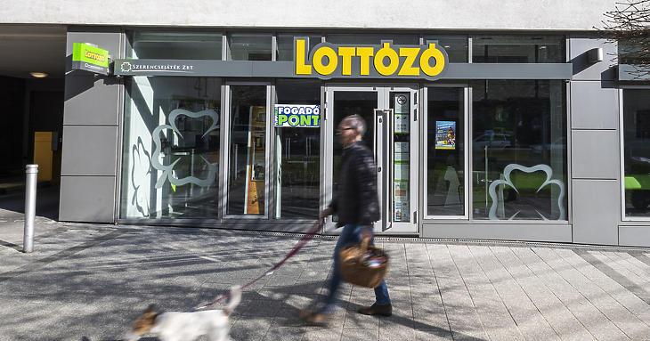 Speciális szabályokat vezettek be a lottózókban (Fotó: Mónus Márton/MTI)