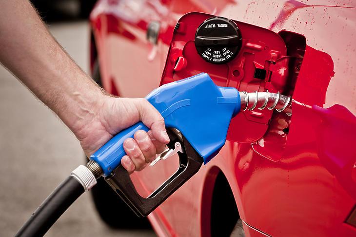 Két napig él csak a mától alacsonyabb benzinár. Fotó: depositphotos.com