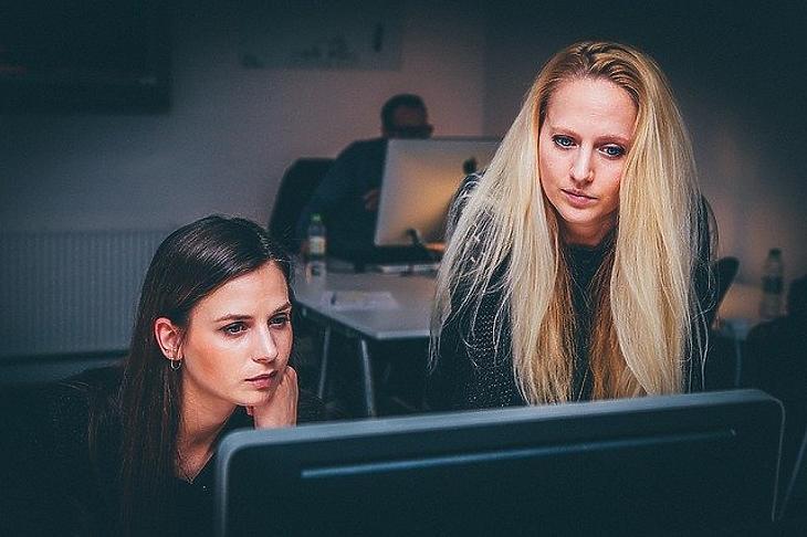 Majdnem 50 ezerrel kevesebb nőt foglalkoztatnak, mint tavaly februárban