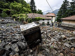 Északi árvíz és földcsuszamlás zárkózott fel a déli tűzvész mellé Olaszországban