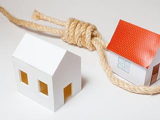 Még mindig sok a baj a lakáshitelek kamataival