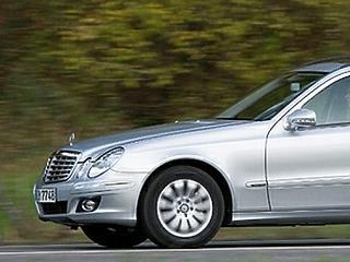 Nagyot fékeztek az európai autóvásárlók, rekordközelben az OTP ára