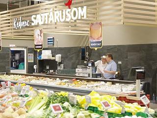 Megint bejelentett egy béremelést az Auchan