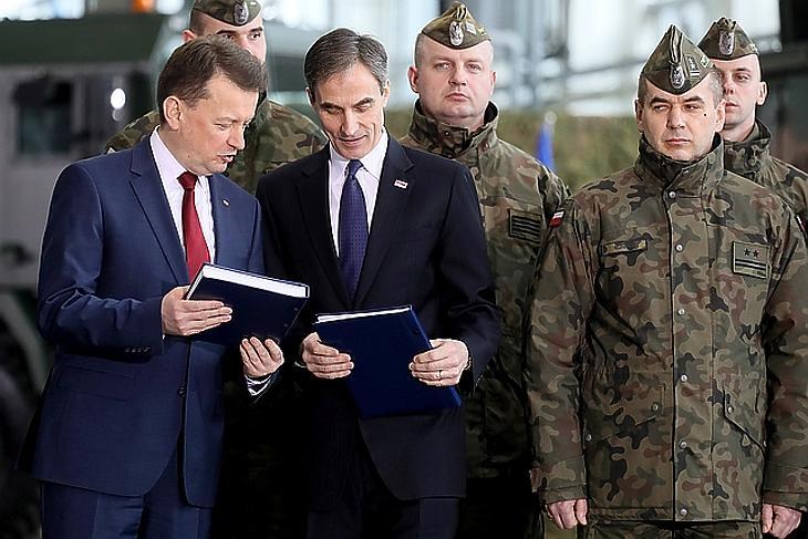 Óriási fegyverkezésbe kezdtek a lengyelek: Amerika dörzsölheti a markát