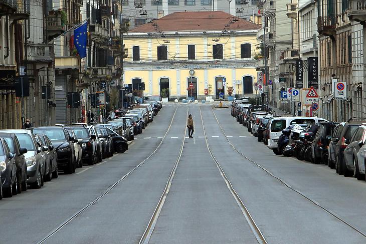 Kihalt utca Milánóban 2020. március 29-én. EPA/PAOLO SALMOIRAGO
