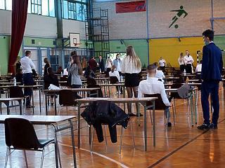 Eldőlt: visszatérhetnek az iskolákba a lengyel gyerekek