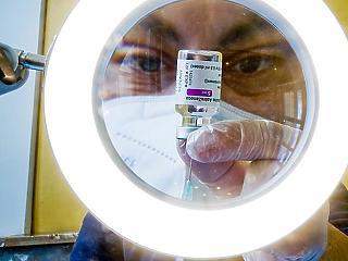 Új kutatás: gyakoribbak a mellékhatások, ha keverjük az AstraZenecát Pfizerrel