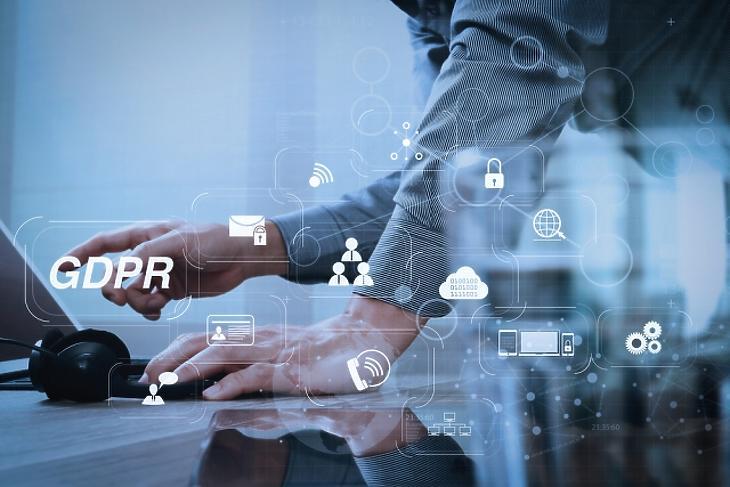 Kibertérben lebegő adatok – adatlopás a digitális lehetőségek kihasználásával