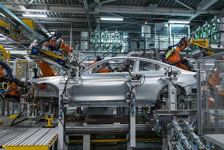 A magyar gyárban csak elektromos autók készülnek majd (Illusztráció, forrás: bmw-welt.com)