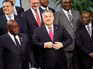 A nap képe: szokatlan társaságban mutatkozott Orbán Viktor