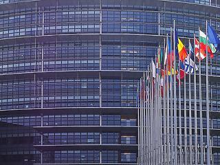 Befagyasztotta az Európai Parlament a kínai beruházási egyezményt