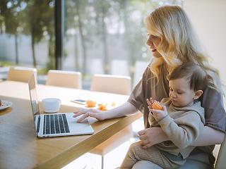 Egyhavi fizetéssel emelkedik jövő nyártól a csecsemőgondozási díj