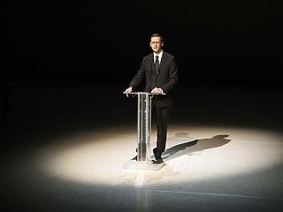 Varga Mihály: húzóágazat marad a gyógyszeriparunk