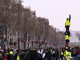 Párizs meghátrálhat, nem kellene betölteni a 64. életévet a teljes nyugdíjhoz