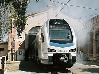 A nap képe: sínre került a MÁV vadonatúj emeletes vonatja