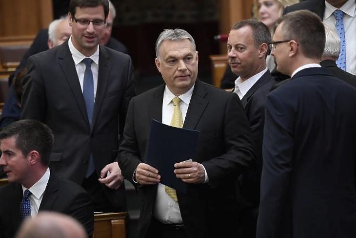 Nagyon túlköltekezett tavaly a Miniszterelnökség