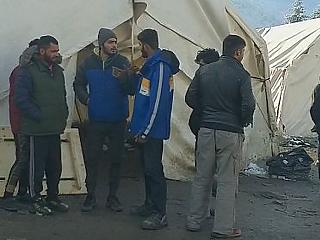 A menekültek trükkös éhségsztrájkkal tiltakoznak Bihács mellett