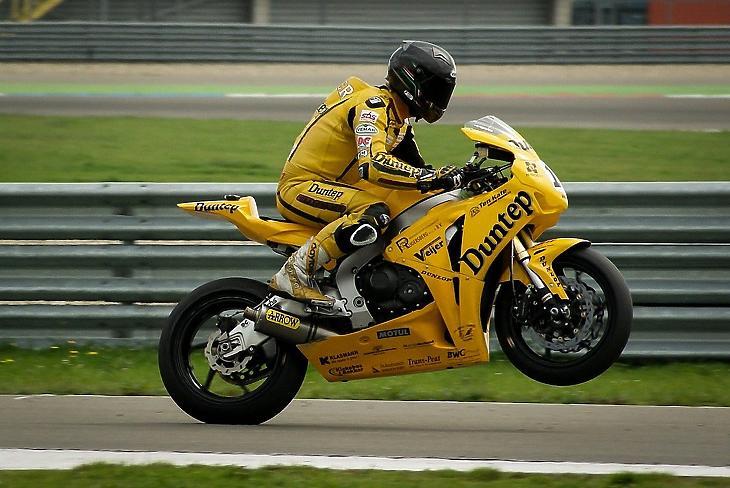 Mától kiemelten fontos közérdek, hogy legyen MotoGP-futamunk és standunk Dubajban
