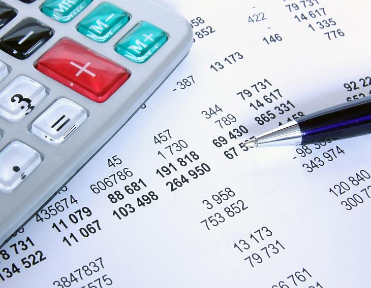 Kedvezményes vállalati hitelek: a bankszámladíjakon csúszhatnak el a cégek?