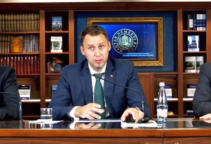 Virág Barnabás, a Magyar Nemzeti Bank alelnök indokolta a mostani kamatemelést (Forrás: Youtube)