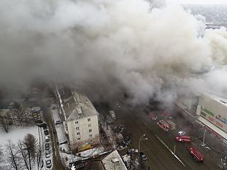 Kiégett egy bevásárlóközpont, több tucat halott