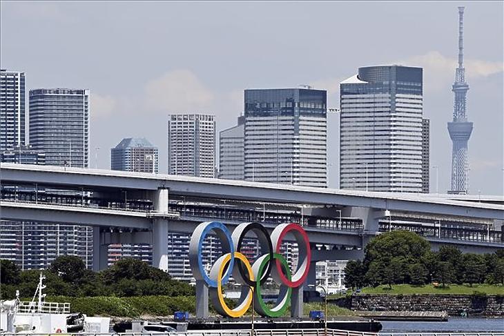 Tokióban már az egészségügyi rendszer összeomlásától félnek