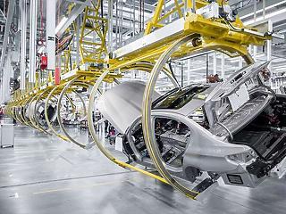 Néhány ponton át kell tervezni a debreceni BMW-gyárat