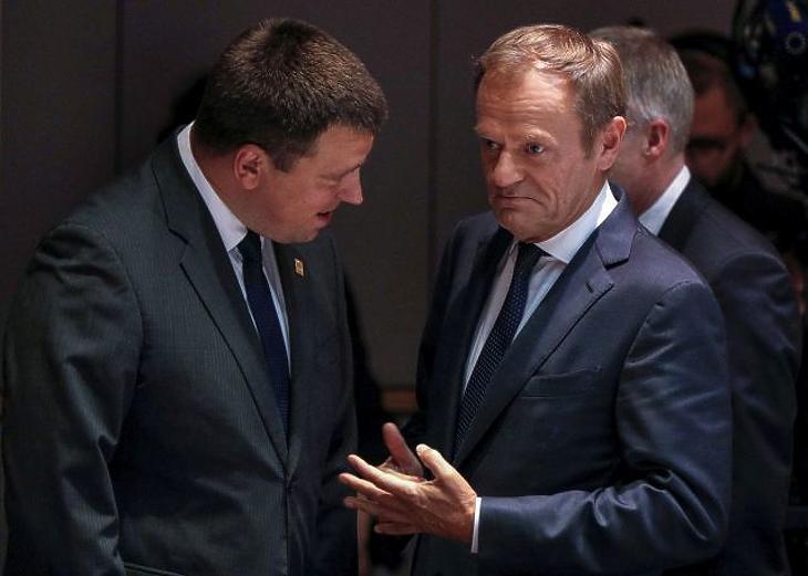 Megint felfüggesztették az EU-csúcsot, holnap folytatják