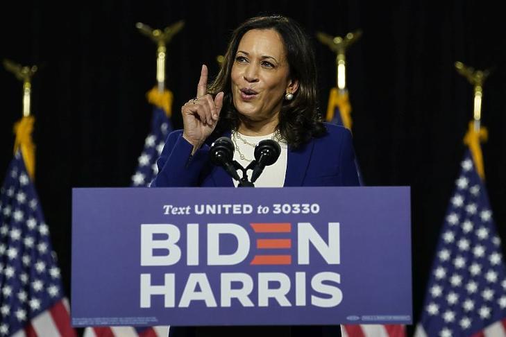 Kamala Harris kaliforniai szenátor, Joe Bidennek, a demokraták várható elnökjelöltjének alelnökjelöltje a Delaware állambeli Wilmingtonban tartott kampányrendezvényen 2020. augusztus 12-én. (Fotó: MTI/AP/Carolyn Kaster)