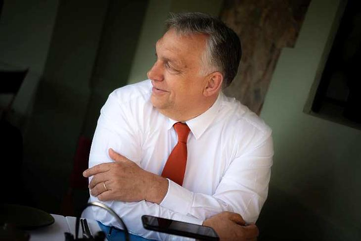 Orbán Viktor Portóban az Európai Tanács ülésén 2021. május 7-én. (Forrás: Facebook)