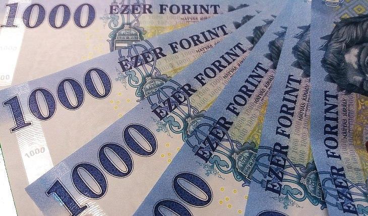 Először 49 ezer pont felett a BUX, újra 350 felett az euró