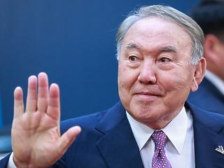 Miért vonul a színfalak mögé? – királycsináló marad a kazah diktátor