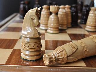 Az a jó a tőzsdének, ha a politikusok sakkban tartják egymást?