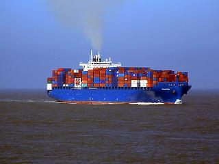 300 millió euróval nőtt az októberi exporttöbblet