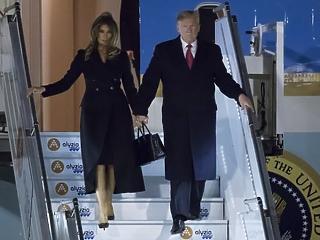 Ahogy kiszállt a repülőből Trump, jól kiosztotta a Macront